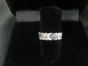 laurel wreath ring top