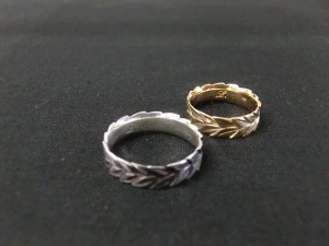 laurel wreath ring top image
