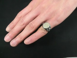 cb-6 ivy signet ring 3