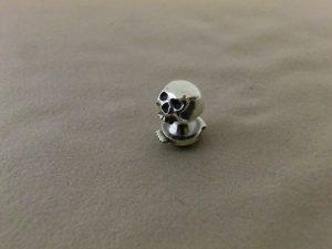skull pin 6