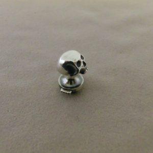 skull pin 3