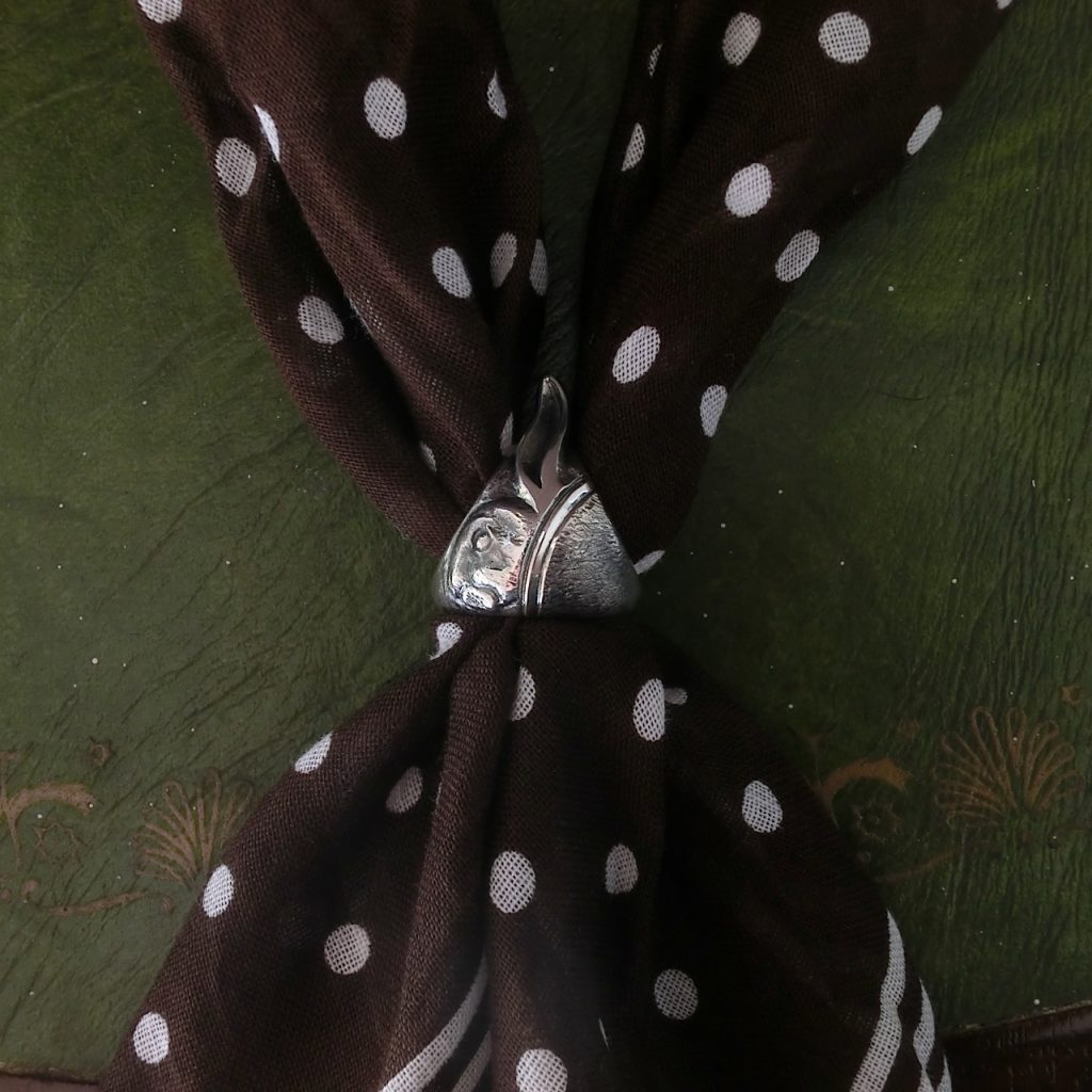スカーフリングの着用画像