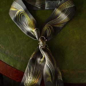 ヴィンテージデザインのスカーフ